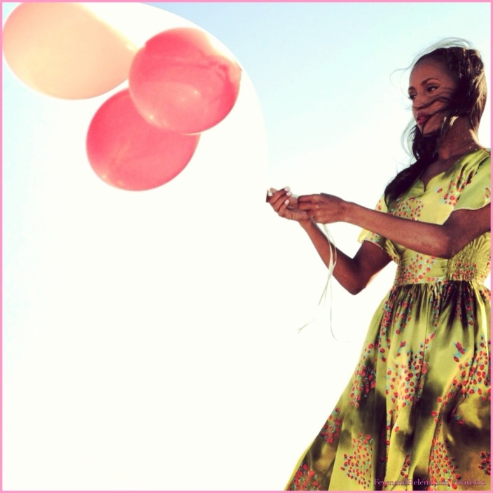 Twinship 'Balloon Girl'
